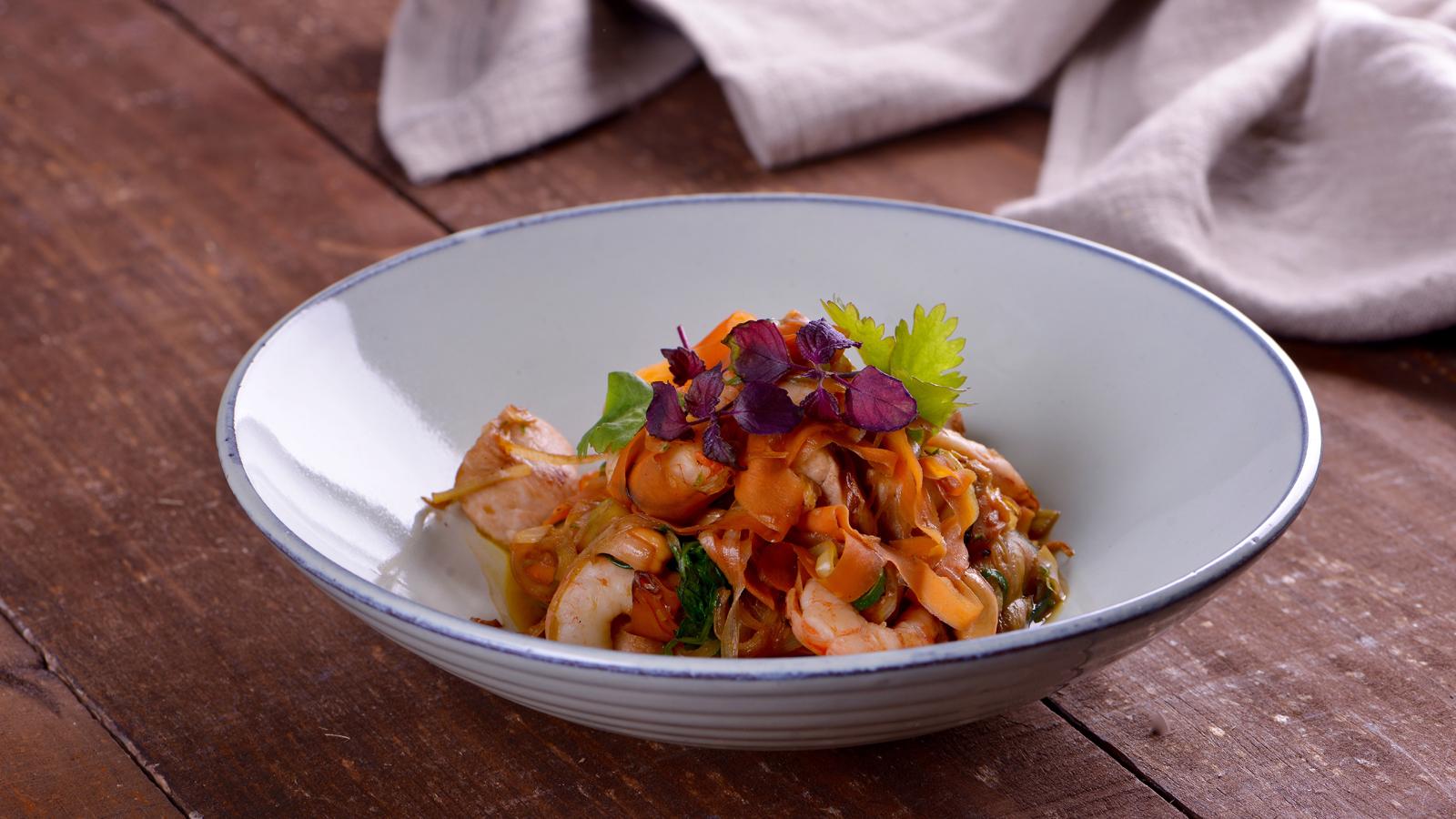 Tallarines vegetales con gambas y anacardos sergio for Canal cocina sergio fernandez