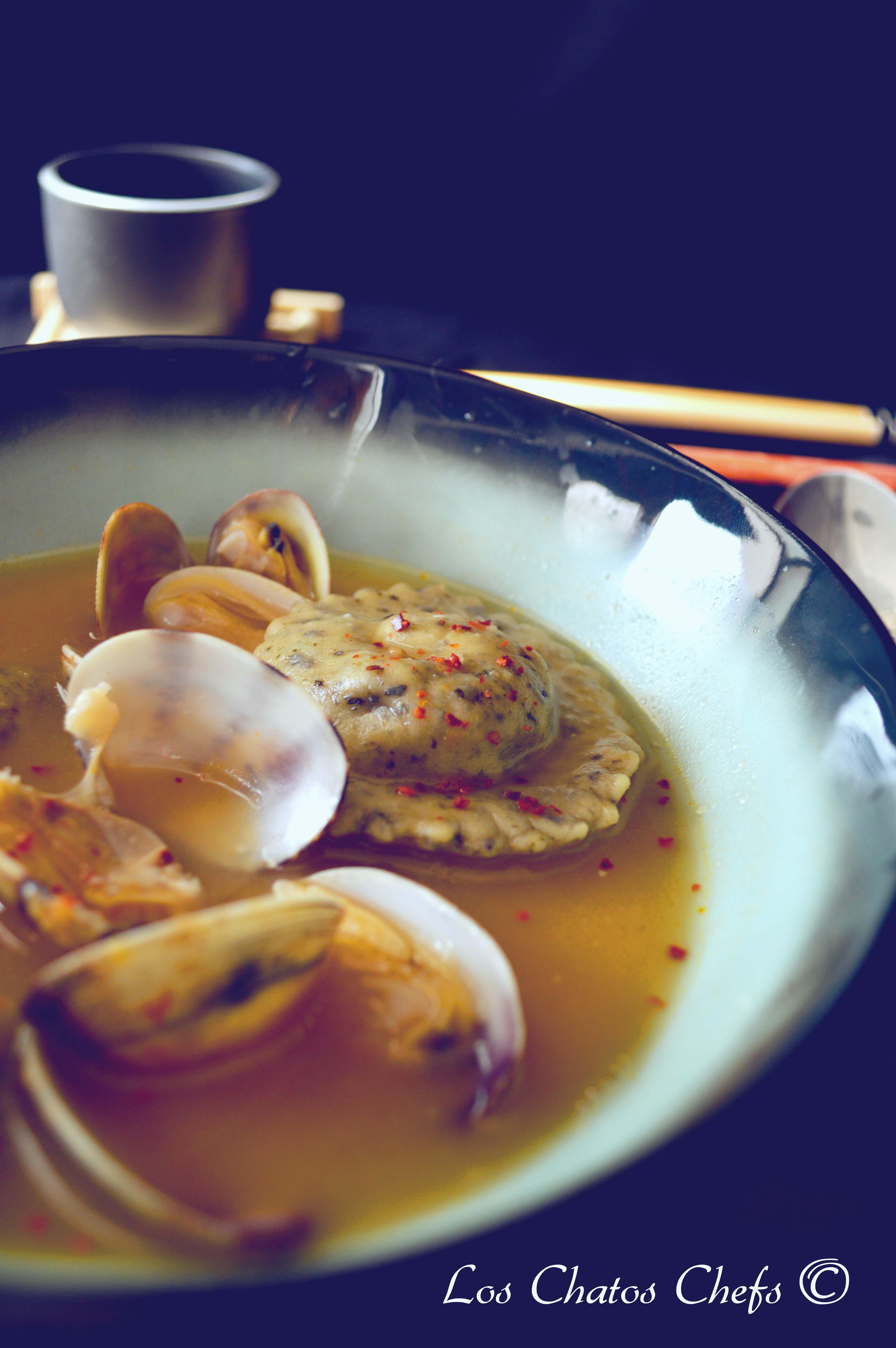Caldo De Pescado Raviolis De Pasta Fresca De Algas Rellenos De Cigalas Y Almejas
