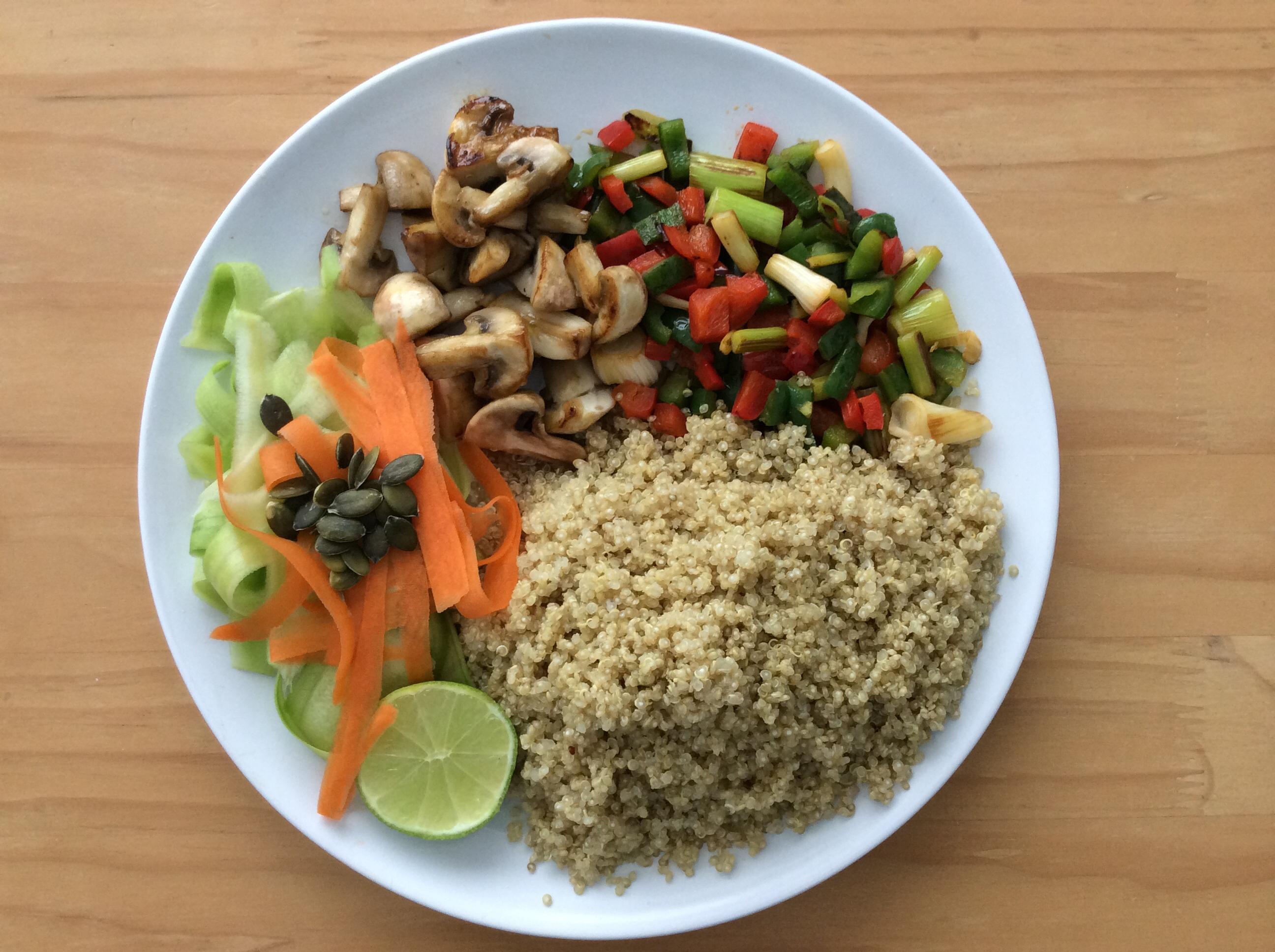 Ensalada fit templada de quinoa con verduras for Cocina quinoa con verduras