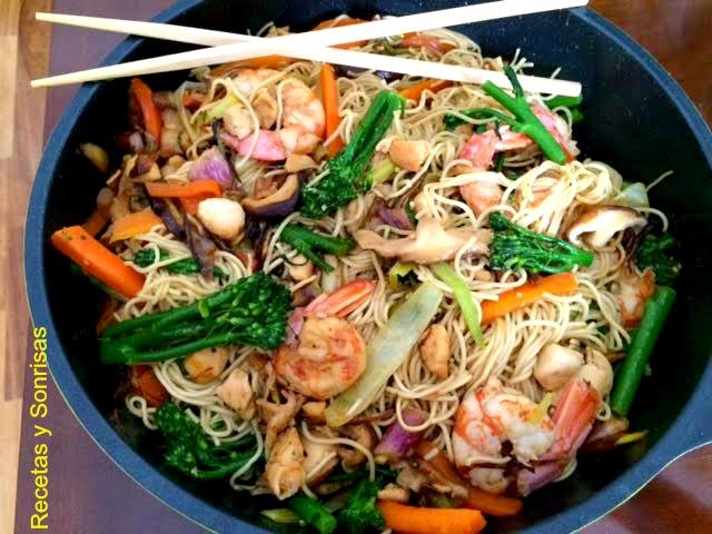 Noodles Con Gambas Pollo Bimis Y Setas Receta Canal Cocina