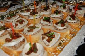 Canapes de solomillo brie y cebolla caramelizada menda for Canape de pate con cebolla caramelizada