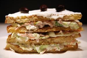Sandwich Vegetal De Atún